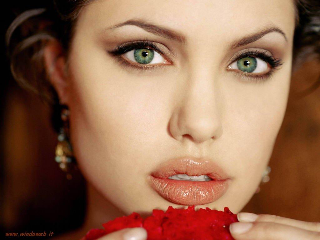 Angeline Jolie