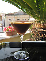 Beginnen wir mit einem kühlen Getränk, dem Caffé Shakerto. In bekommt man in jeder Bar der Stadt gemixt.
