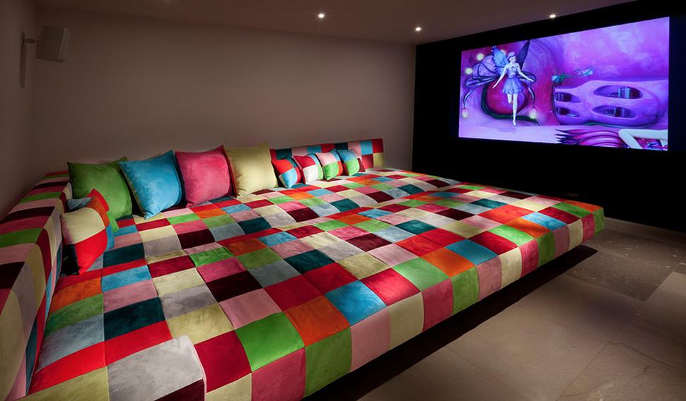 Sala De Tv Tipo Cinema ~  Se o seu ambiente tiver janelas, opte por cortinas do tipo black out