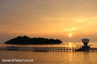 Sunset di Pantai carocok Painan