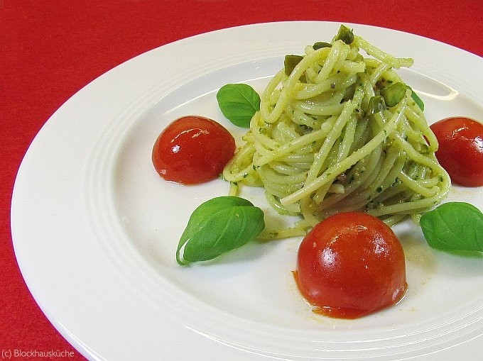 blockhausk che spaghetti mit pistazien pesto und tomaten. Black Bedroom Furniture Sets. Home Design Ideas