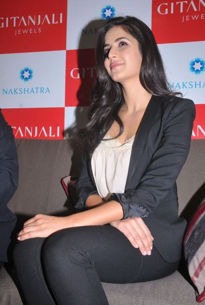 Katrina-Kaif-Hot-wallpapers+in+Skirt