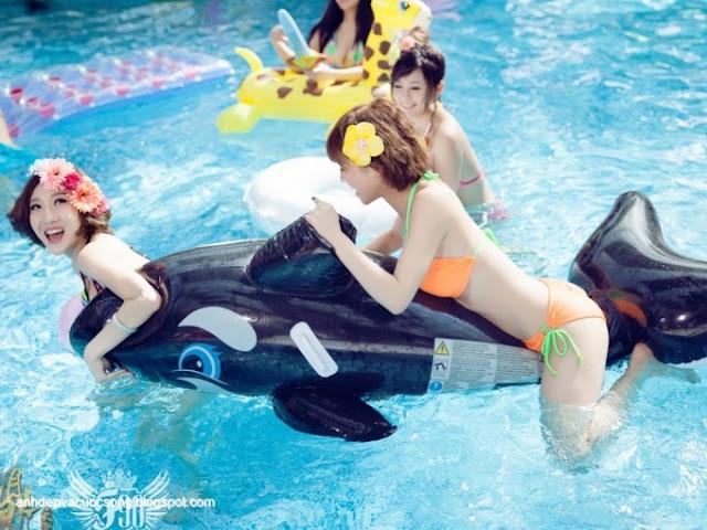 Ảnh đẹp những thiên thần bikini nô đùa ở bể bơi