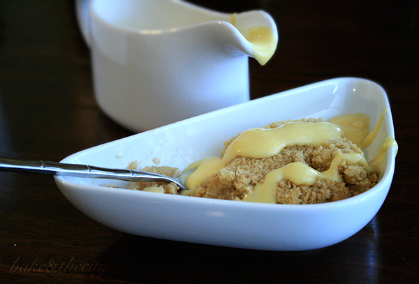 Apple,Crumble,Custard