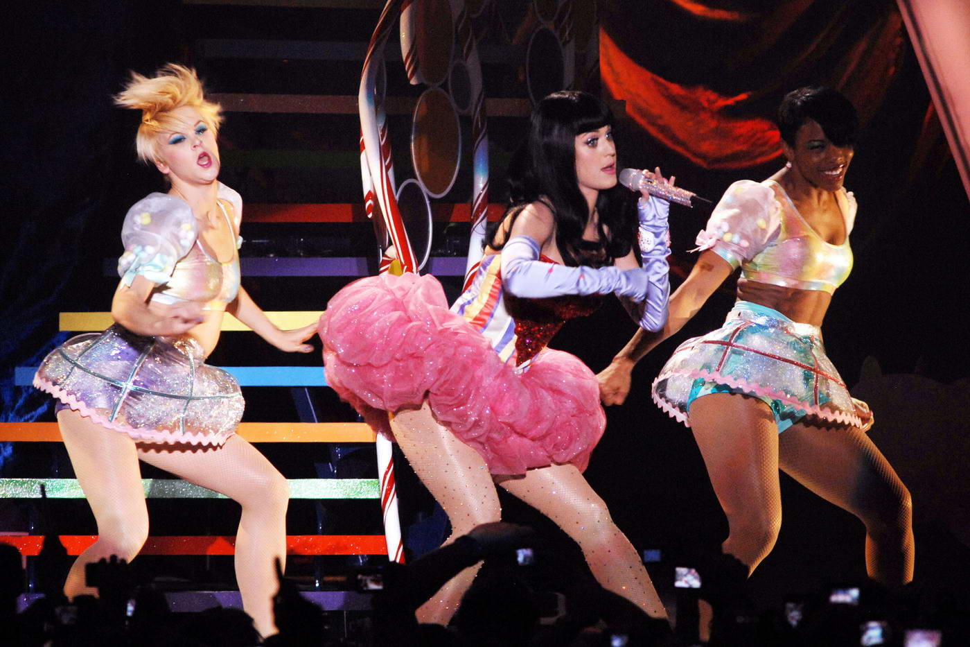 http://4.bp.blogspot.com/-nB83f2FYRoI/TWabNT3p8WI/AAAAAAAAA-A/5cpGkgZ8aKc/s1600/katy_perry_show_live_7.jpg