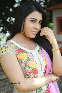 Actress-Bhoomika-Photos-at-AK-Rao-PK-Rao-Movie-Launch