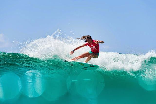 54 Roxy Pro Gold Coast 2015 Courtney Conlogue Foto WSL Kelly Cestari