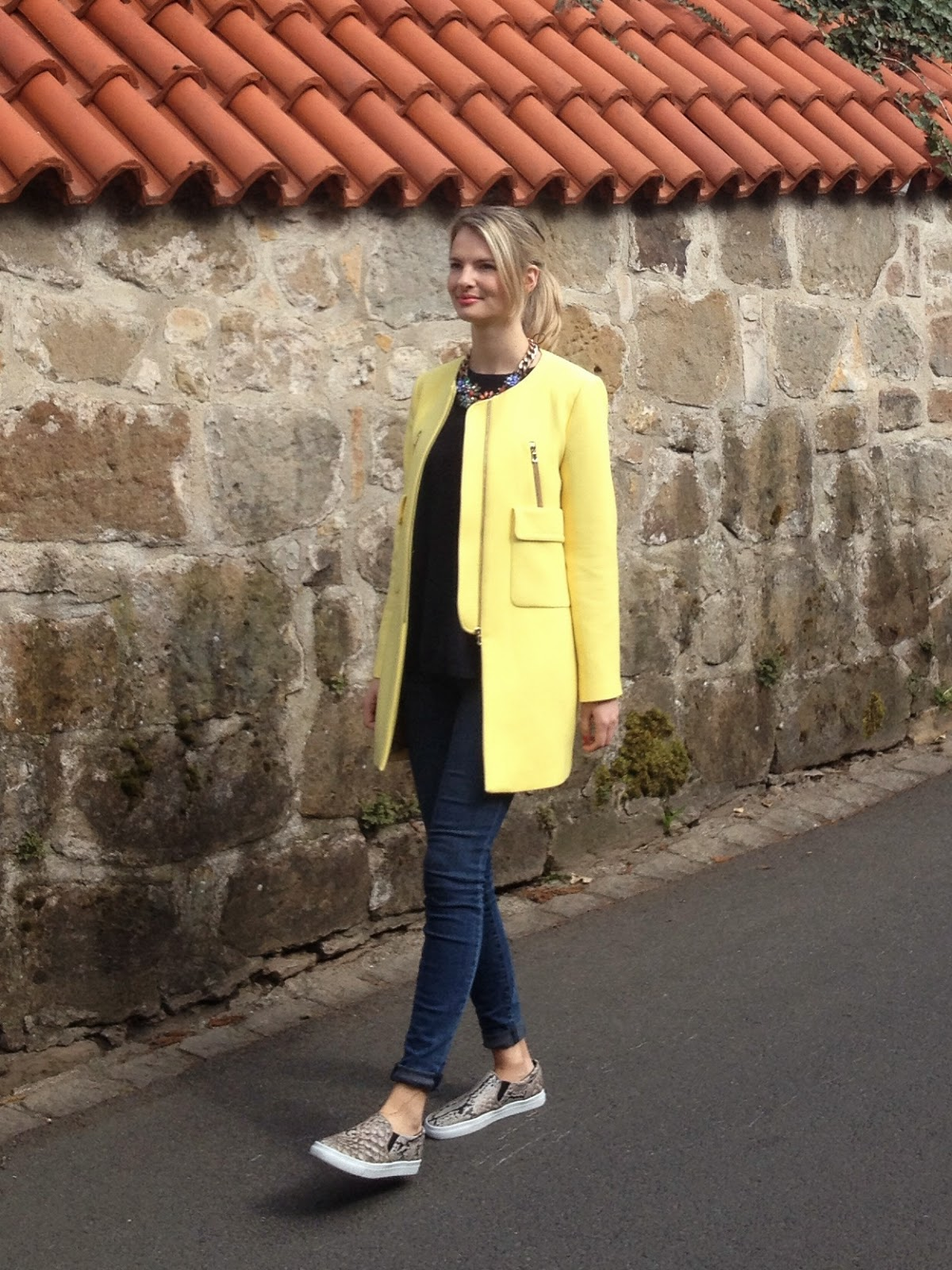 zara coat, zara yellow coat with pockets, yellow coat, 60s inspired coat, street style, german blogger, j brand, j brand photo ready, j brand jeans, zara flower necklace, blonde blogger, hm slip ons, hm slipons, slipons, snake print slipons, plimsolles