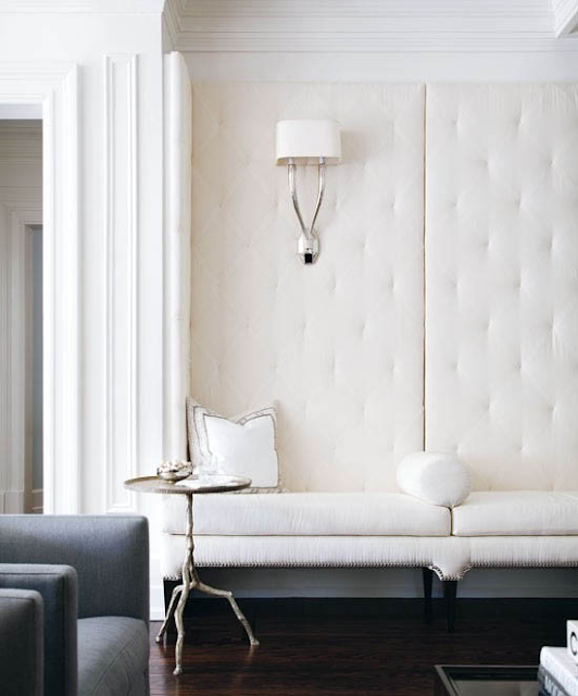 Selbermachen: Polsterwand hinter Sofa zum Schallschlucken und zur Lärmvermeidung