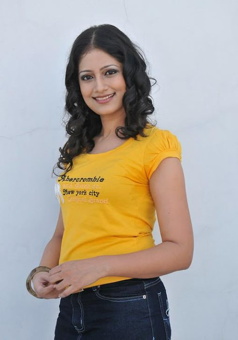 neeku naaku madhya movie actress pics