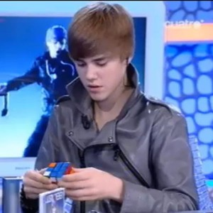 Justin Bieber Can Solve A Rubiks Cube In Less Than 2 Minutes