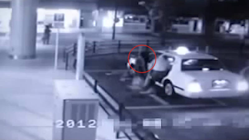 Video, Ένα κορίτσι φάντασμα μπαίνει σε ενα ταξί μαζί με τον επιβάτη!