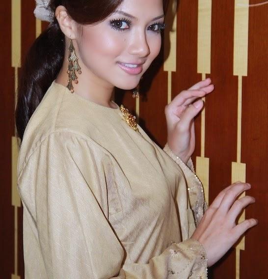 Gambar Ameera adik Neelofa hanya pakai gaun nipis ketika masak