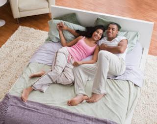 5 Kegiatan yang Perlu Dilakukan Usai Bercinta