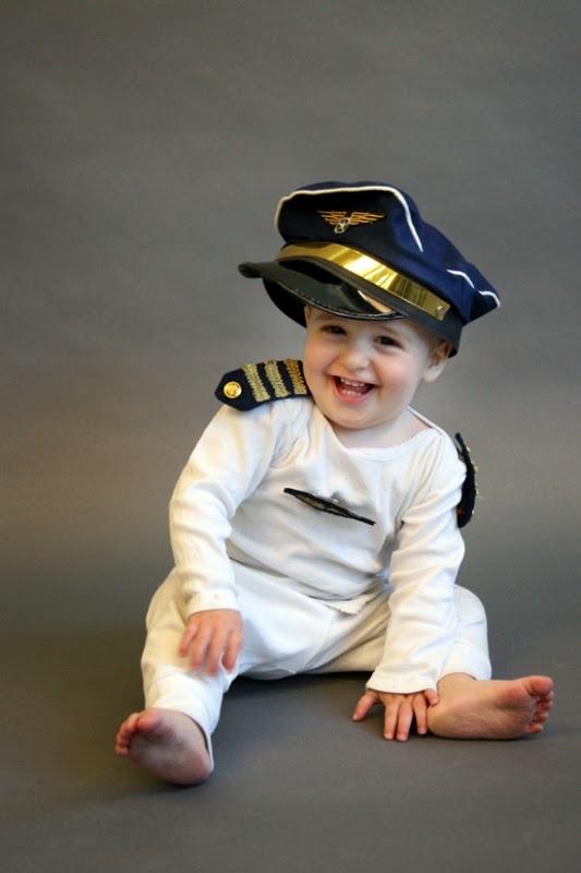 Gratis foto bayi pakai kostum pilot