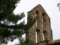 Detall de les quatre obertures del campanar de Sant Pere de Vallhonesta