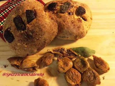 pane integrale con fichi secchi e frutta secca