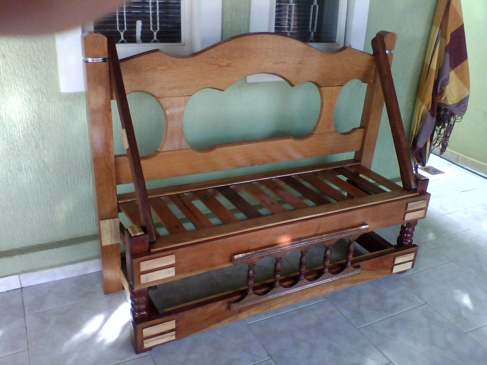 um Mundo Melhor: Transformando Cabeceiras de Cama e Cadeiras em Banco #6C4433 1600x1200