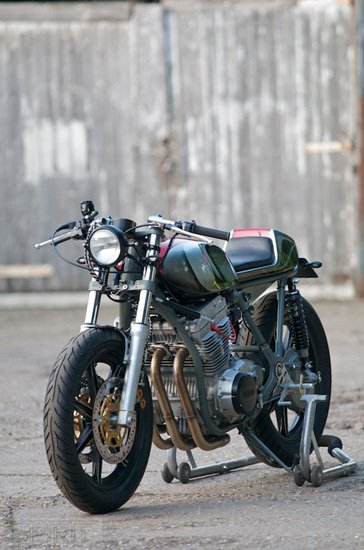 CUSTOM-MOTORCYCLE-www.hydro-carbons.blogspot.com-CAFE-RACER -SPIRIT 7 -YAMAHA -XS750-2