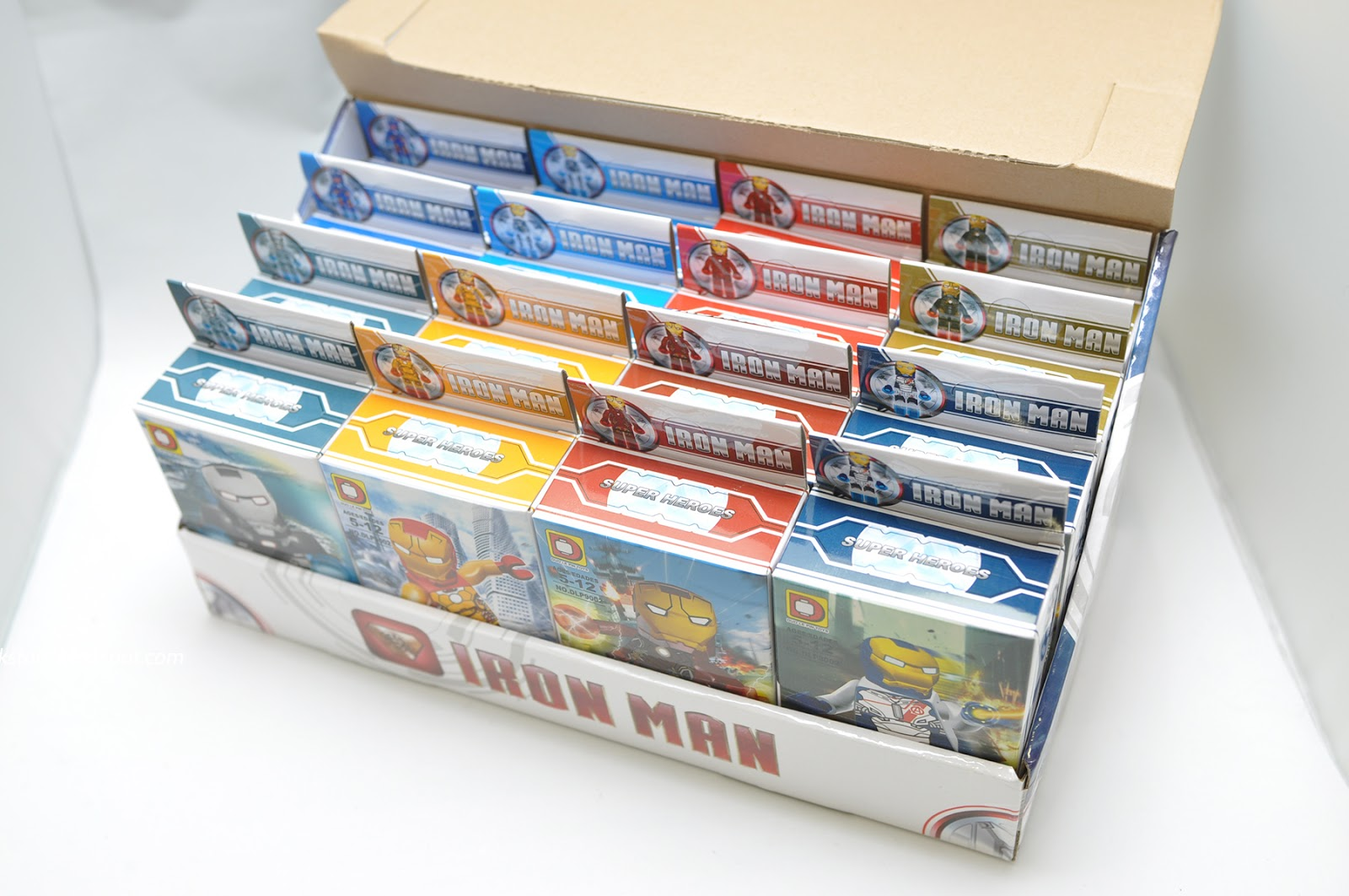 lego iron man minifigures set by duo le pin just like their avengers 2 age of ultron lego minifigures set dlp9005 you can get 2 complete set set bootleg iron man 2 starring