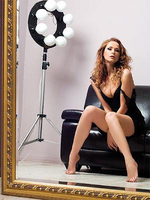 """Каролина Гочева нашумя у нас покрай участието в музикалното шоу на Слави """"Пей с мен""""."""