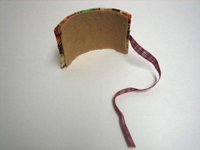 como hacer una muñequera reciclada
