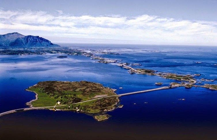 The Atlantic Ocean Road (Norvegia)