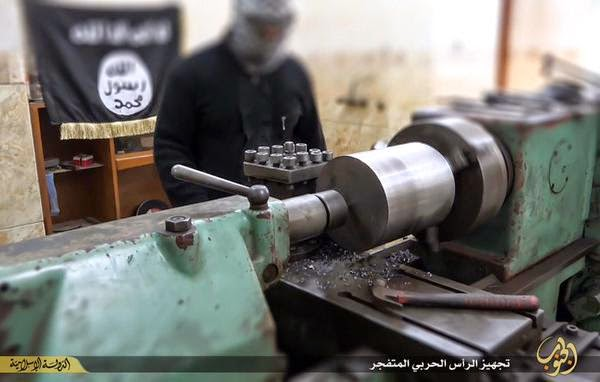 Conflcito interno en Irak - Página 2 ISIS%2Breleases%2Bpictures%2Bof%2Bweapons%2BResearch%2Band%2BDevelopment%2Bcenter%2Bincluding%2Brockets%2B%2B1