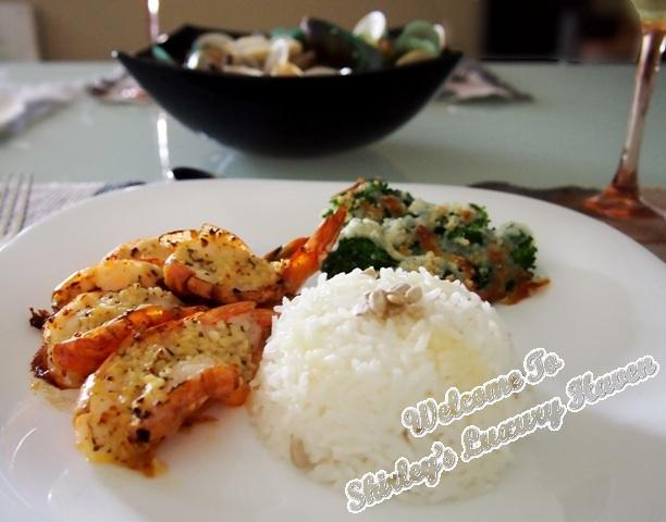 grilled garlic prawns with cheesy broccoli