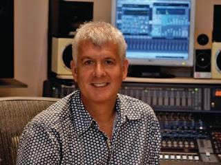 Penerbit muzik cipta bunyi enjin