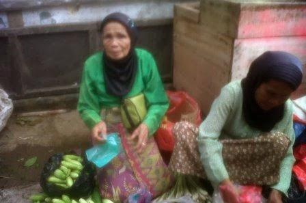 nenek penjual sayur