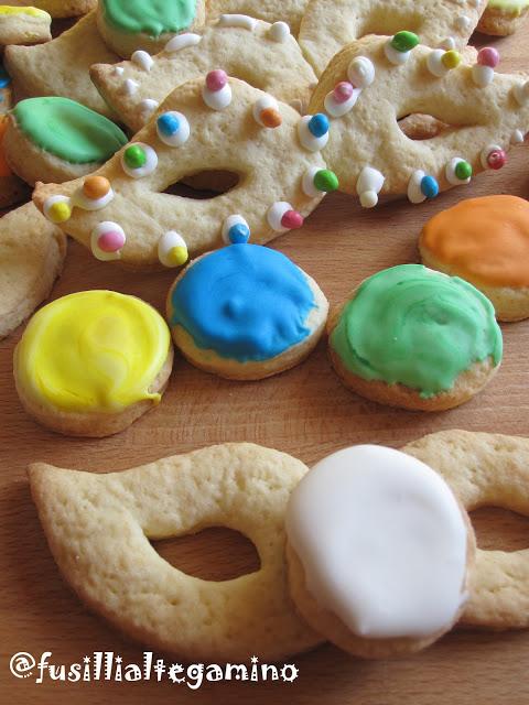 Biscotti mascherine e coriandoli