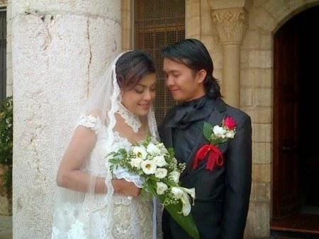 http://dangstars.blogspot.com/2014/11/pernikahan-alex-hutajulu-novita-dewi.html