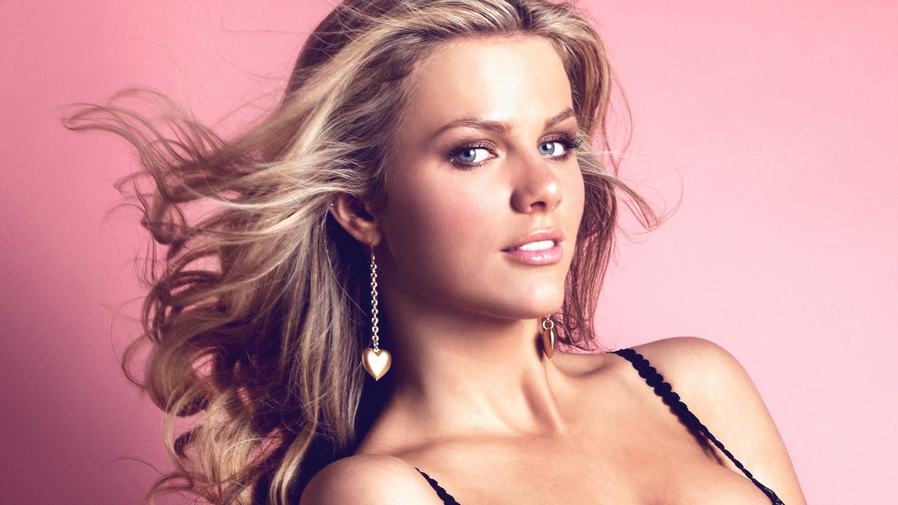 BROOKLYN DECKER ~ Cele... Brooklyn Decker