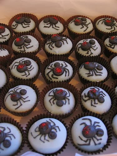 Spider themed Halloween cupcakes