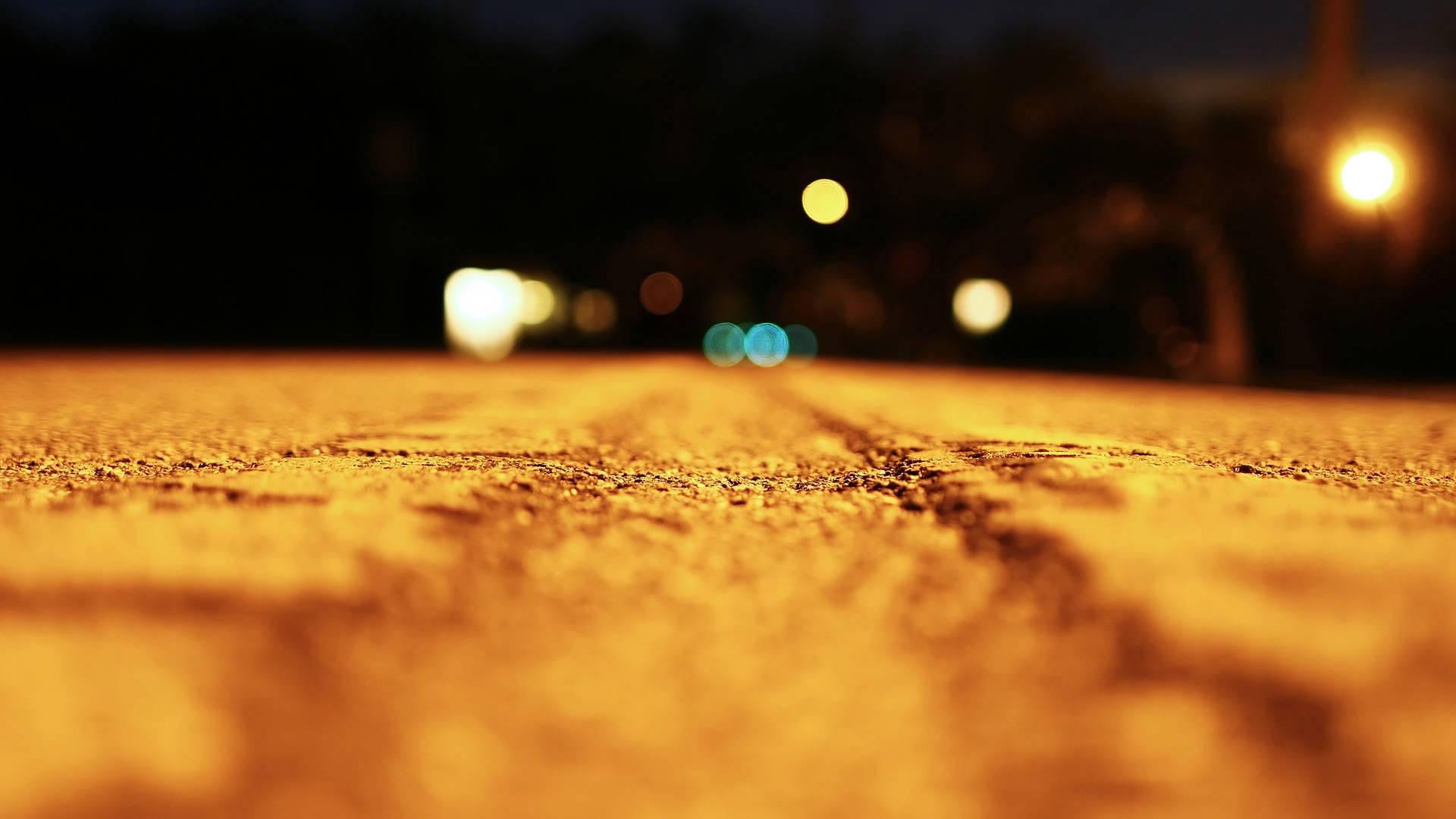 http://4.bp.blogspot.com/-nFSBzQDTzK8/TzUPOKjedVI/AAAAAAAAHqY/DnR94SI79pg/s1920/road-macro-shoot-wallpaper.jpg