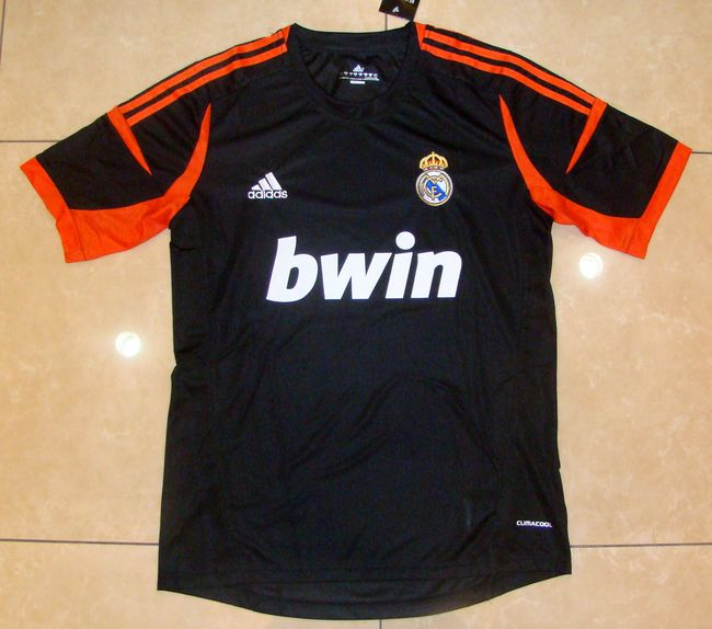 Kiper Real Madrid Hitam Musim 2012/2013
