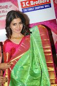 Samantha glamorous photos in saree-thumbnail-9