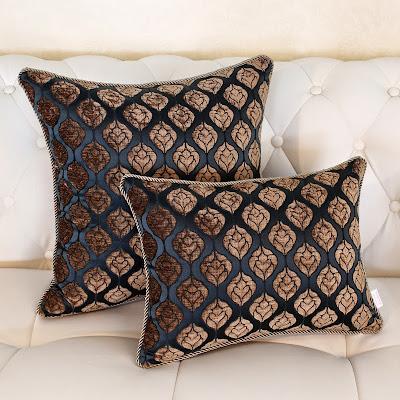 almofadas com teturas marom