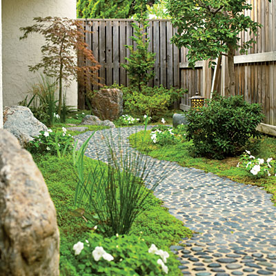 Bungalow 348 obstacle side yard for Pebble garden designs