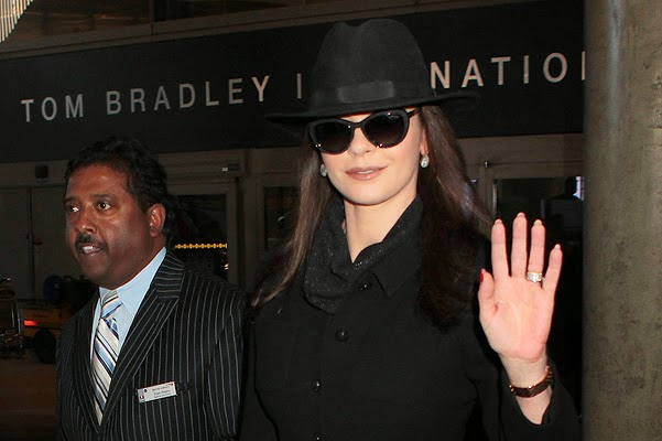 Celebrity street style: Catherine Zeta-Jones in the Los Angeles airport