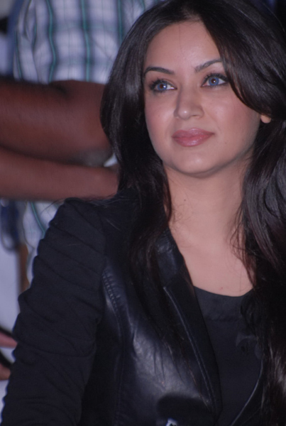 Maryam Zakaria Hot Pic1 - Hot Maryam Zakaria in Black Leather Jacket, Blue Jeans