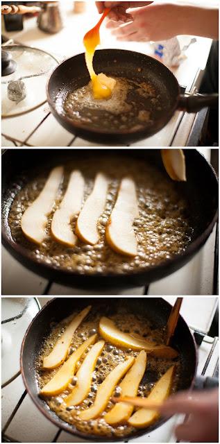 Обжариваем грушу с медом и сливочным маслом