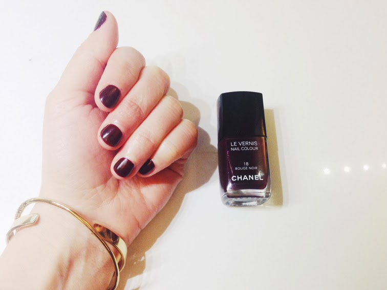 Manicure Chanel Le Vernis 18 Rouge Noir Jenny Bird cuff Coordinates Collection