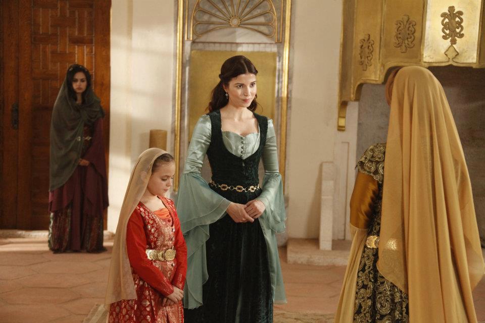 Hatice sultan kıyafetleri
