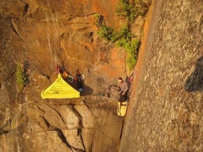 foto pemanjat tebing