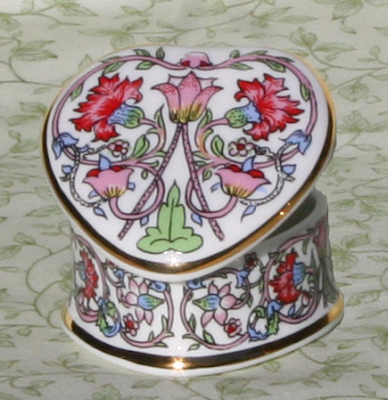 bone china heart-shaped trinket box