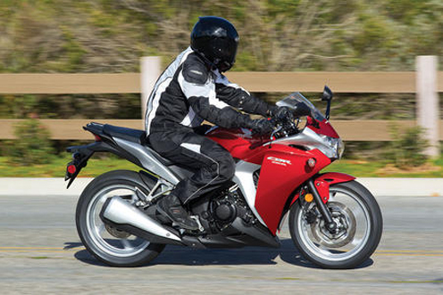 Honda CBR 250R Mileage and Specs