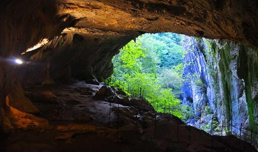 Cave Tubing, Sumber Air Panas di Dalam Goa Pancur