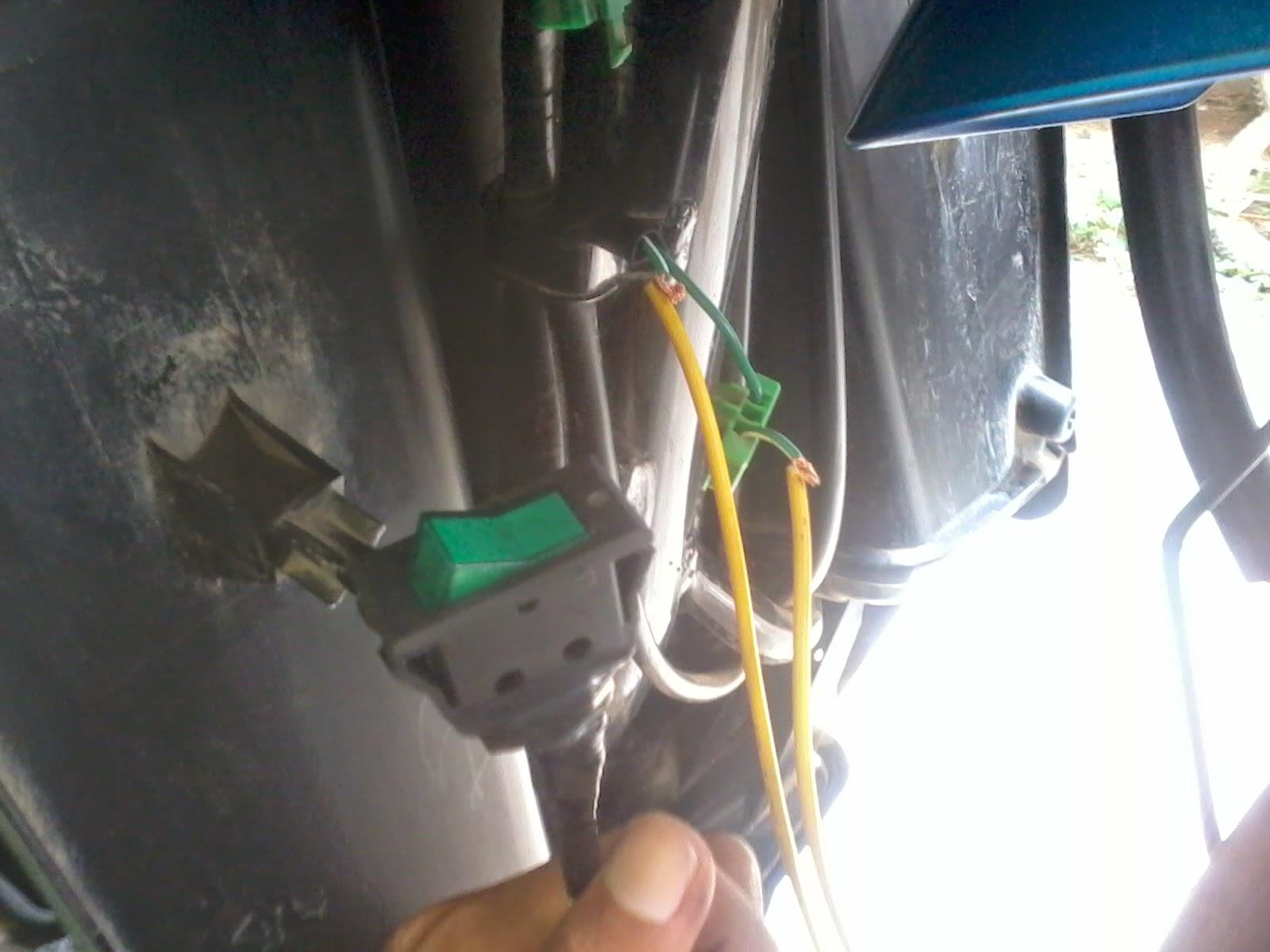 Cara Membuat Saklar Kontak Rahasia Honda Beat Fi Ardhityalangit Media Tombol 3 Way Lampu Dim Off Scoopy New Blade Vario 125 Setelah Di Potong Dan Kupas Masing Ujungnya Ujung Yang Sebelah Sambung Ke Kaki Sakelar Sebelahnya Kabel Hijau